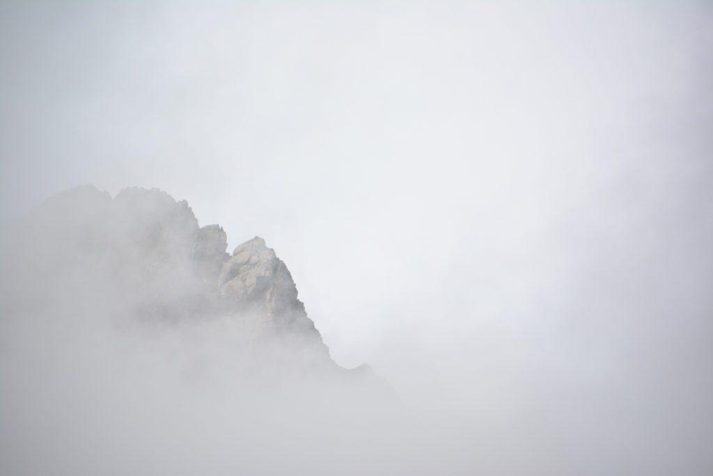 montagna tra le nuovole